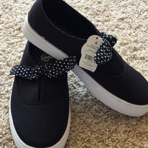 Easy on off casual shoes sz 4